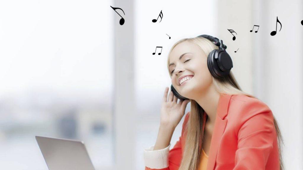 """Escolteu cada setmana una bonica cançó fent clic """"AQUÍ"""" o a la imatge de sota"""